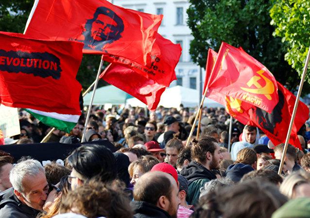 Manifestantes marchan en Berlín por el Día Internacional de los Trabajadores