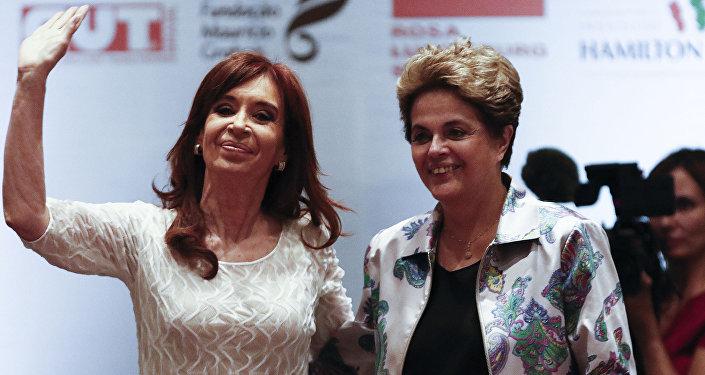La expresidenta de Argentina, Cristina Kirchner, y su homóloga brasileña Dilma Rousseff (archivo)
