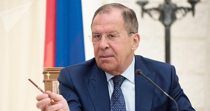 Serguéi Lavrov, ministro de Asuntos Exteriores de Rusia durante la rueda de prensa tras reunirse con su homólogo jordano, Ayman Safadi, Sochi