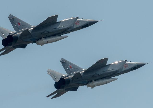 Los Kinzhal atraviesan el cielo de Moscú por primera vez