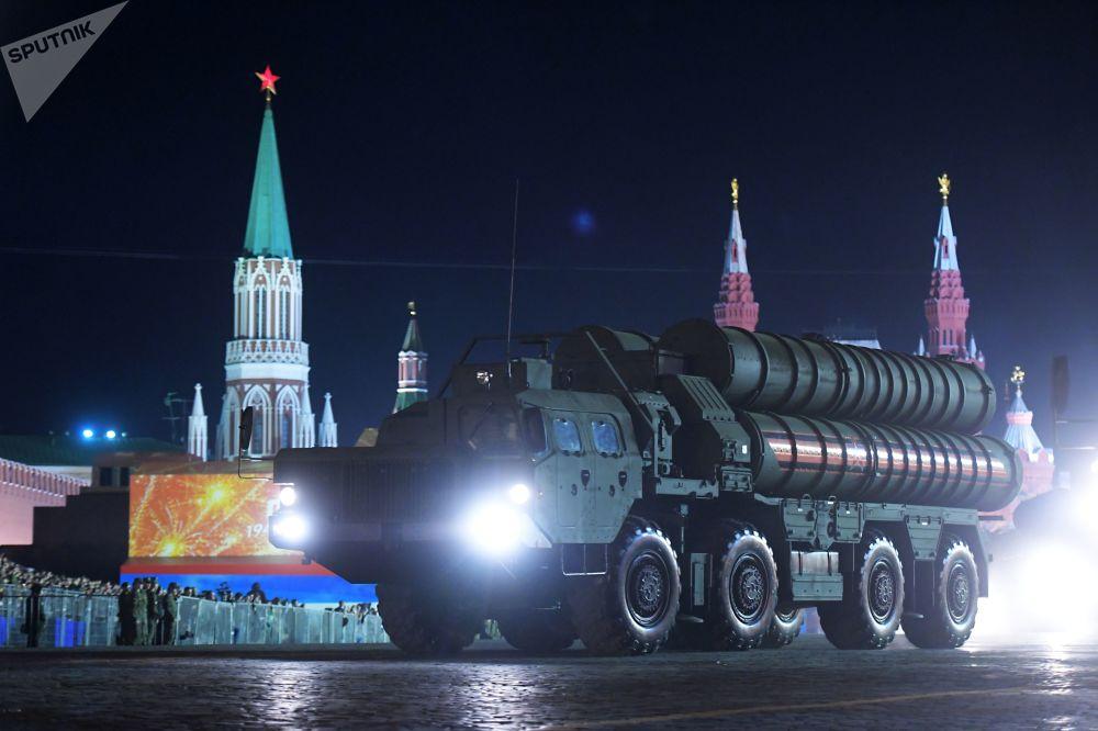 El ensayo nocturno del desfile de la Victoria en Moscú