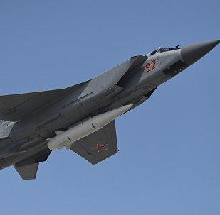 Caza MiG-31 armado con el misil hipersónico Kinzhal (archivo)