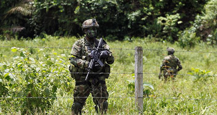 Militares colombianos en la frontera con Ecuador