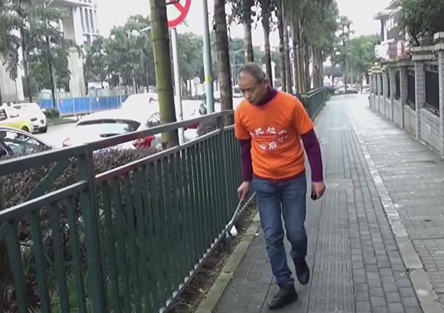 El millonario Zhong Congrong recoge la basura de su ciudad, Chongqing