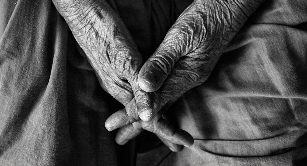 Manos de anciano (imagen referencial)