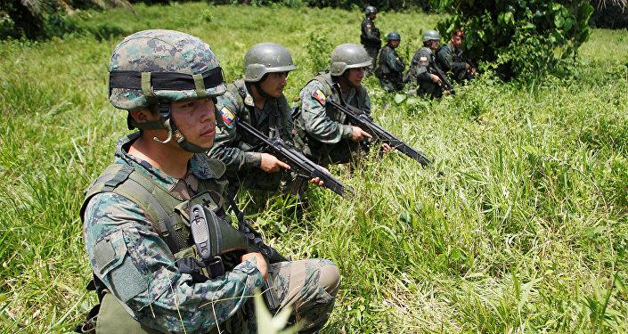 Militares de Ecuador en la frontera con Colombia