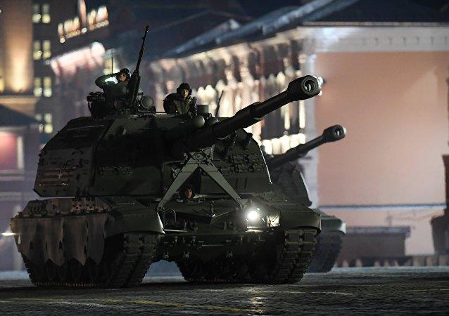 El ensayo nocturno del Desfile de la Victoria en la Plaza Roja de Moscú