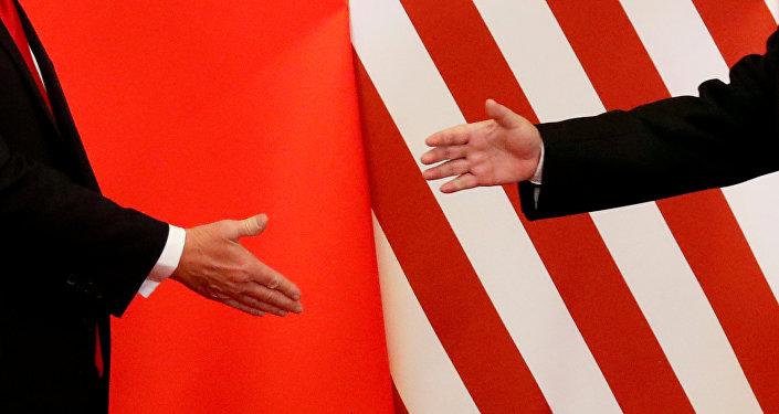 Las manos del presidente chino, Xi Jinping, y del presidente de EEUU, Donald Trump