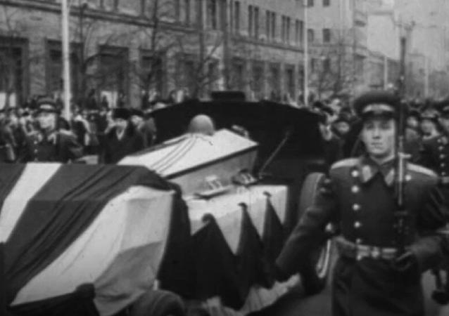 Homenaje a los defensores de la patria: inauguración de la Tumba del soldado desconocido