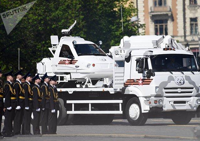 Motonieve del Ejército ТТМ 1901-40 sobre Kamaz 65117 durante el Desfile del Día de la Victoria en la Plaza Rusia, Moscú, Rusia