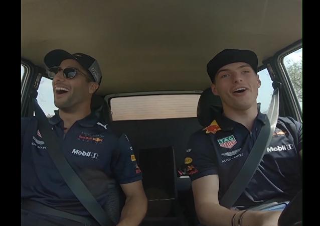 Pilotos de la Fórmula 1 ponen a prueba el Lada Niva por caminos intransitables