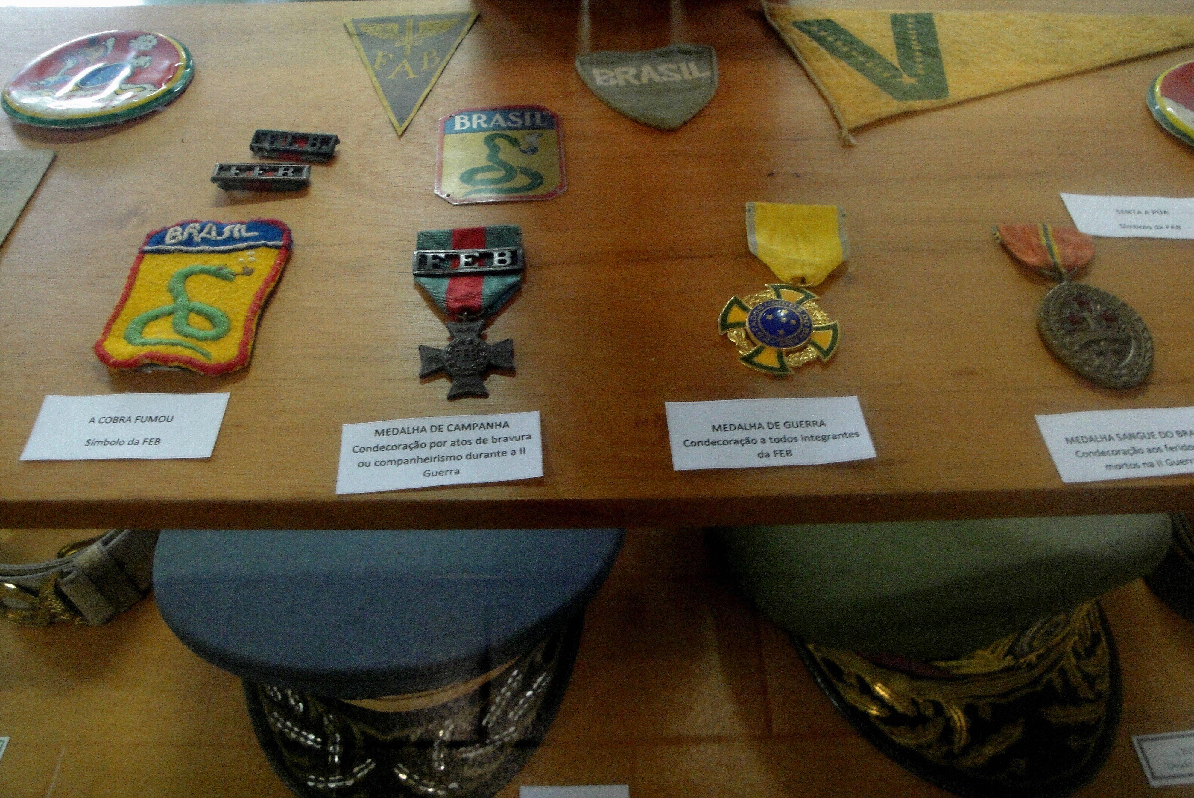 Centro de Documentación de la II Guerra Mundial. Medalla de Guerra, condecoración a todos los integrantes de la Fuerza Expedicionaria brasileña, Medalla Sangre de Brasil, condecoración a los heridos o muertos en la Segunda Guerra Mundial.
