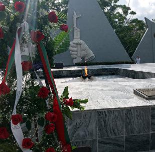 La ceremoniadel homenaje en la tumba del Soldado Internacionalista Soviético