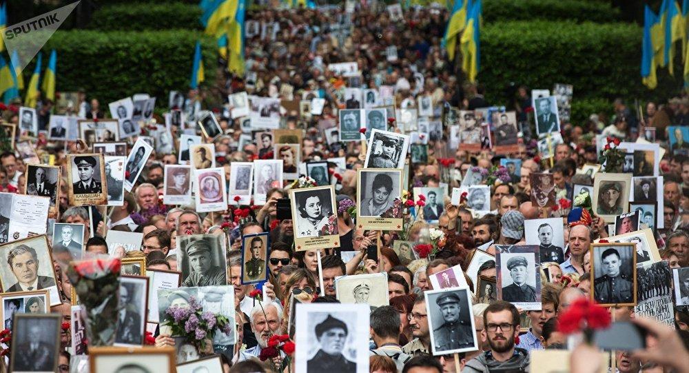 La marcha del Regimiento Inmortal en Kiev, Ucrania