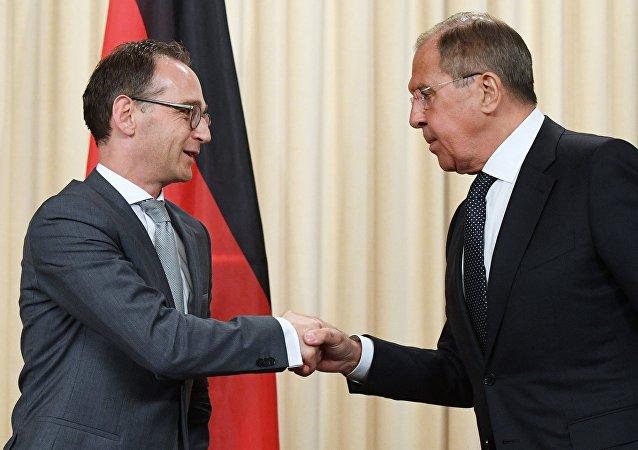 El ministro de Exteriores alemán, Heiko Maas, y el canciller ruso, Serguéi Lavrov