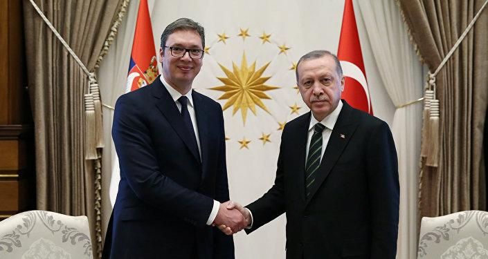 El presidente serbio, Aleksandar Vucic, y su homólogo turco Recep Tayyip Erdogan
