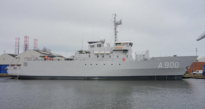 El buque de apoyo Mercuur