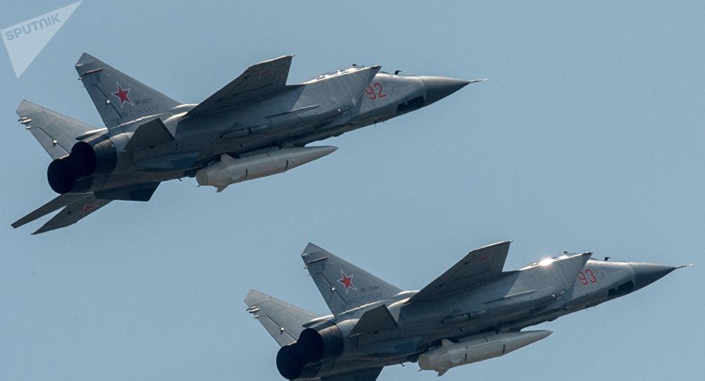 Dos MiG-31 armados con los misiles Kinzhal