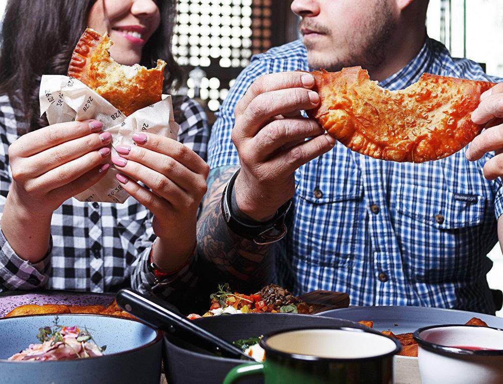 Chebureki en el restaurante 26/28 Grill