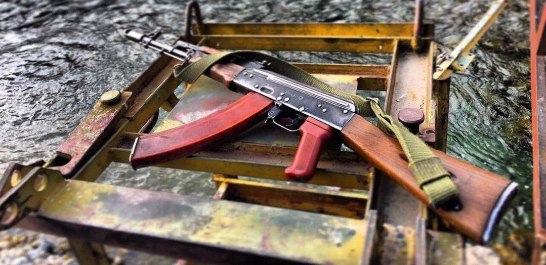La mayoría de las armas que se quedaron en Afganistán despues de la campaña soviética en Afganistán son los fusiles Kalashnikov.
