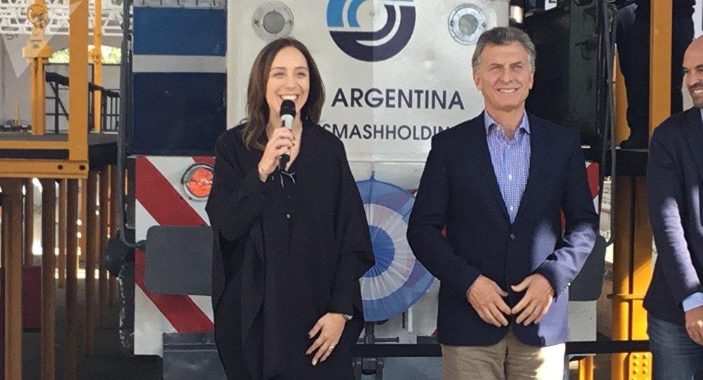 El presidente Mauricio Macri junto a Eugenia Vidal, gobernadora de la provincia en Buenos Aires en la reinauguración del taller ferroviario Mechita