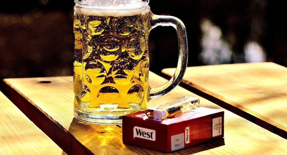 Cerveza y cigarrillo
