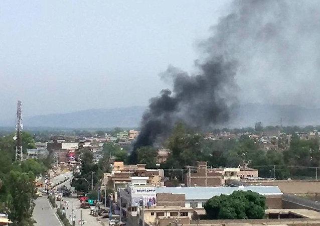 Lugar del ataque suicida en Jalalabad, este de Afganistán