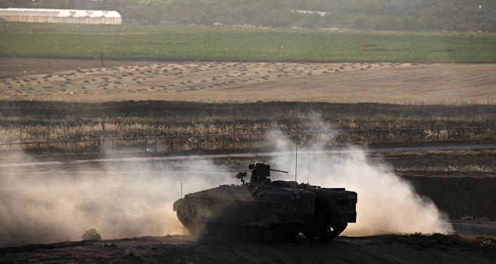 Un tanque israelí en la frontera entre Israel y la Franja de Gaza