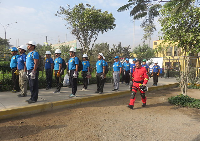 Voluntarios de Huaycán formados en el entrenamiento del Cuerpo Nacional de Bomberos de Perú
