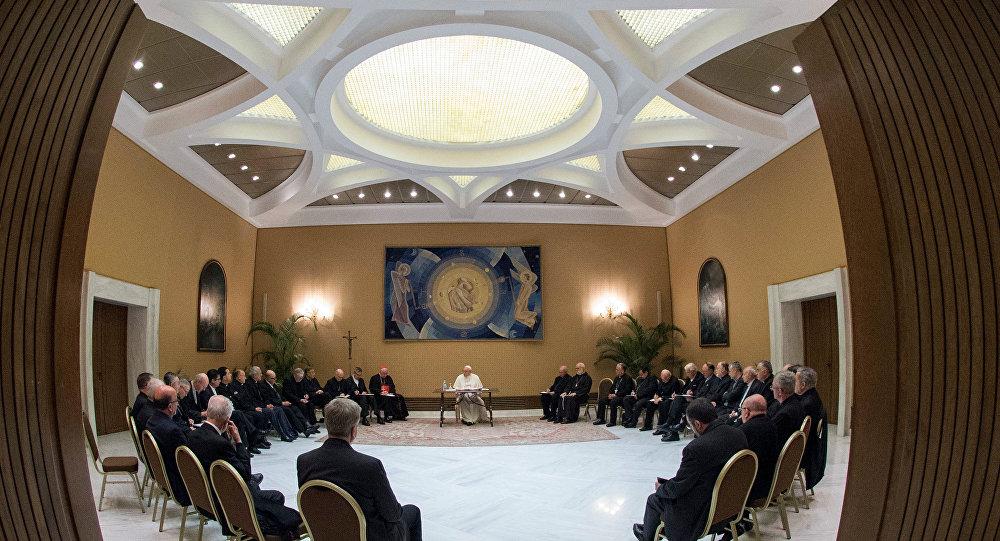 El papa Francisco se reúne con obispos chilenos