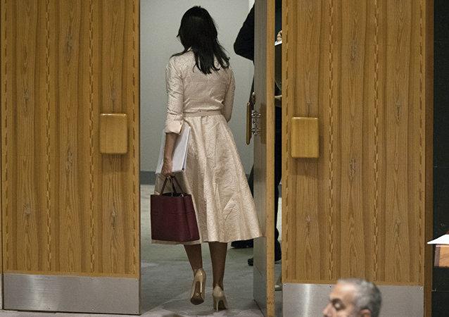 La representante permanente de EEUU ante la ONU, Nikki Haley, abandona la reunión del Consejo de Seguridad de la ONU durante la comparecencia del embajador palestino