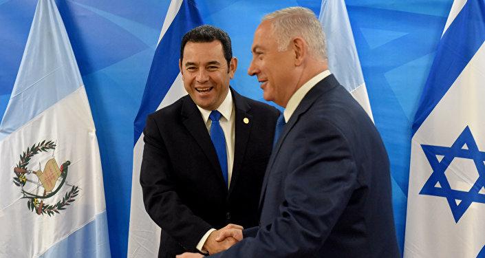 El presidente de Guatemala, Jimmy Morales, y el primer ministro de Israel, Benjamín Netanyahu