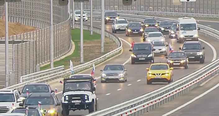 Así fue la primera hora del puente de Crimea abierto al tráfico