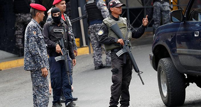 Continúa motín de presos políticos en el servicio de inteligencia de Caracas
