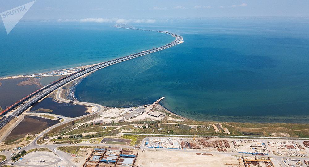 El puente de Crimea sobre el estrecho de Kerch