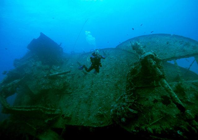 Un barco naufragado, imagen referencial