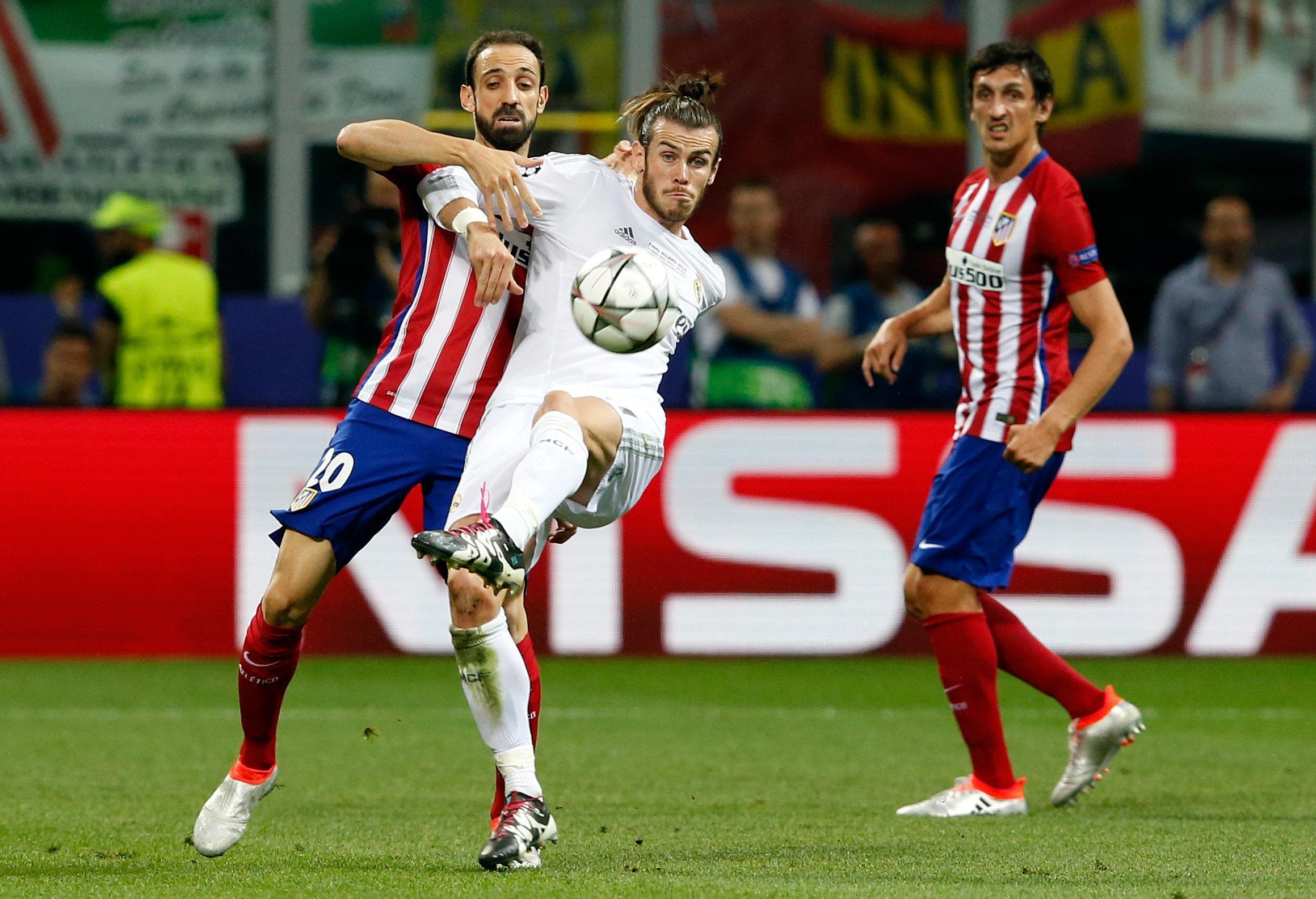 Gareth Bale (centro)