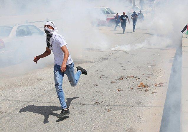 Enfrentamientos con las tropas israelíes en la frontera entre Gaza e Israel (archivo)