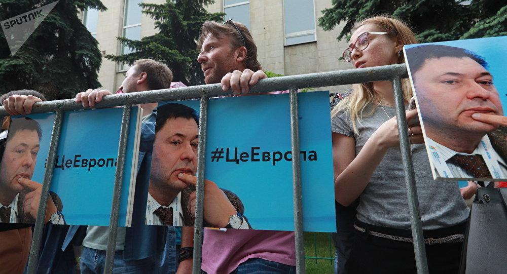 Manifestación de apoyo a Vishinski frente a la Embajada ucraniana en Moscú
