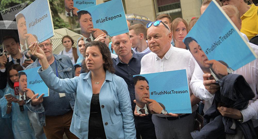 La directora de RT y Sputnik, Margarita Simonián, y el director general de la agencia Rossiya Segodnya, Dmitri Kiseliov