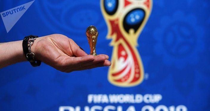 Una copia del trofeo del Mundial 2018