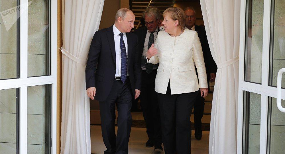 Destacan en Alemania resultados de reunión entre Merkel y Putin