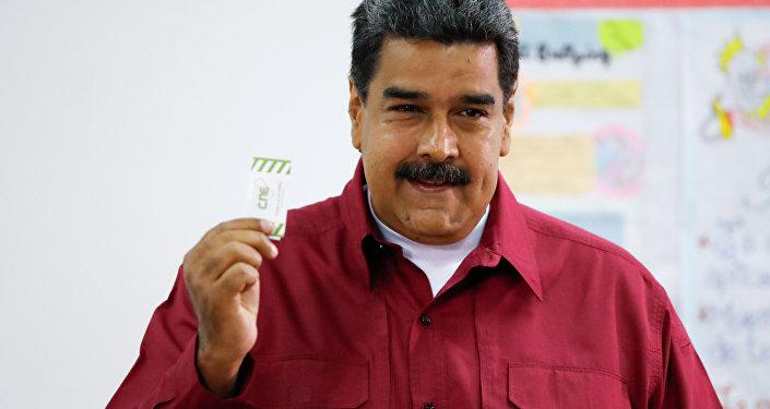 Nicolás Maduro ejerce su derecho al voto en las presidenciales de Venezuela