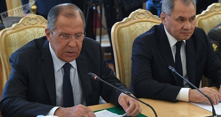 El ministro ruso de Defensa, Serguéi Shoigú, el ministro ruso de Exteriores, Serguéi Lavrov