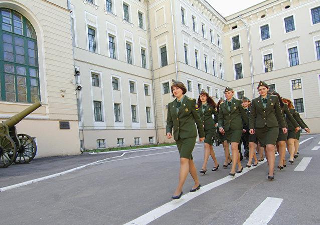 Mujeres cadetes en la Academia de las Tropas de Misiles Estratégicos Pedro el Grande (Archivo)