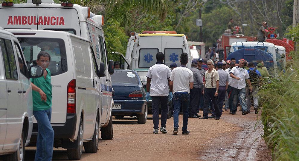 Ambulancia cubana en el lugar del siniestro del avión Boeing 737 en La Habana