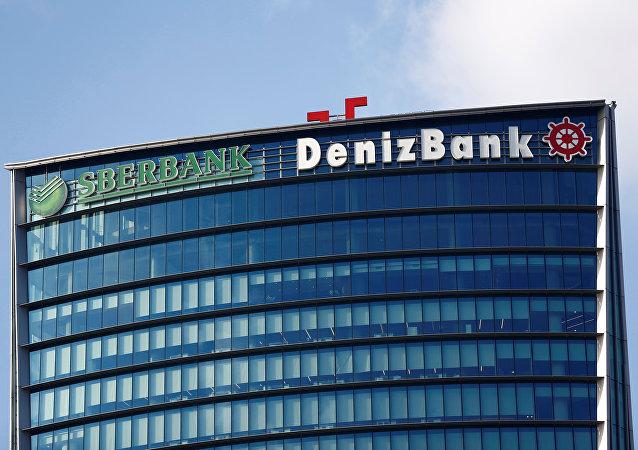 Logos de Sberbank y Denizbank
