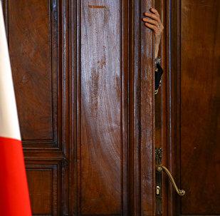 La bandera de Italia en el Parlamento del país