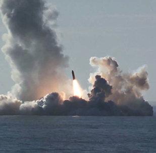 Lanzamiento de cuatro misiles Bulava desde el submarino Yuri Dolgoruki