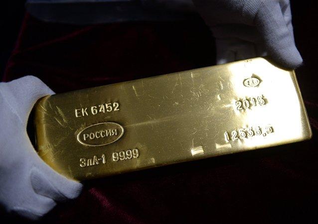 Un lingote de oro de Rusia